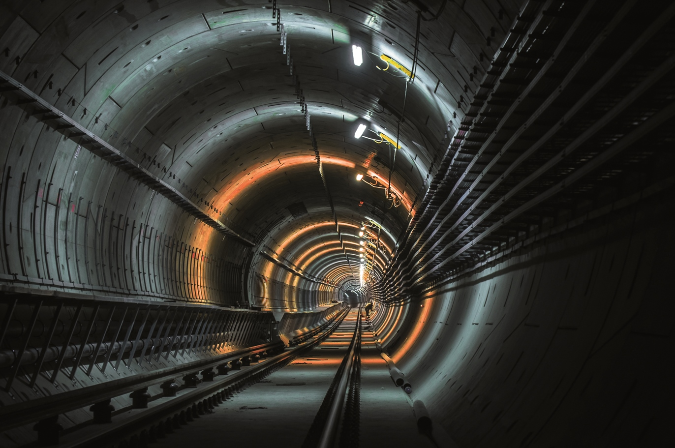 Fibre optic communications tunnelling